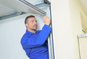 Garage door technician Bellevue